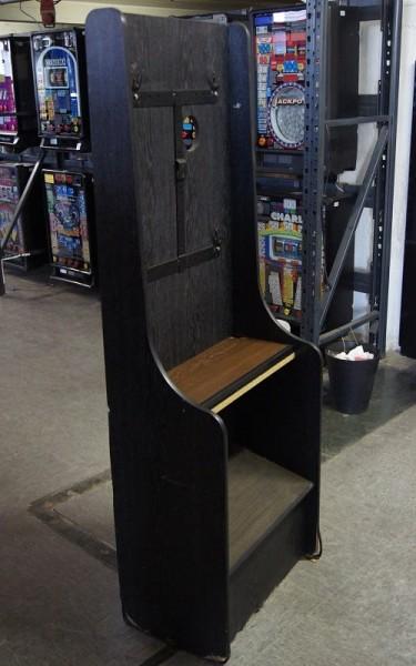 Automatenständer, schwarz mit brauner Ablage