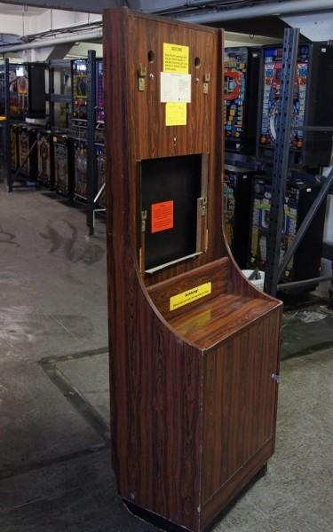 Automatenständer, dunkebraun mit großem Unterschrank